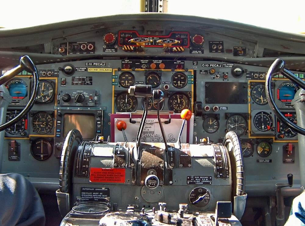 Fokker F27 Friendship Fokker F27 Cockpit c Bart