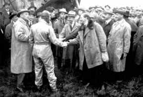 Fokker shakes hands with Van der Hoop. The departure of the first flight to Batavia is about to take place