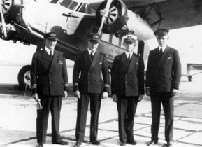 The crew of the Fokker F.XII IJsvogel is ready for departure for the 200th journey to the Dutch East Indies: G.M.H. Frijns, Th.W. von Weyrother, S. van de Molen and P. Blok