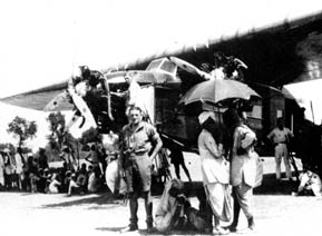 24 september 1928, the H-NAFB has landed in Bender Abbas and van Haselen has time to pose